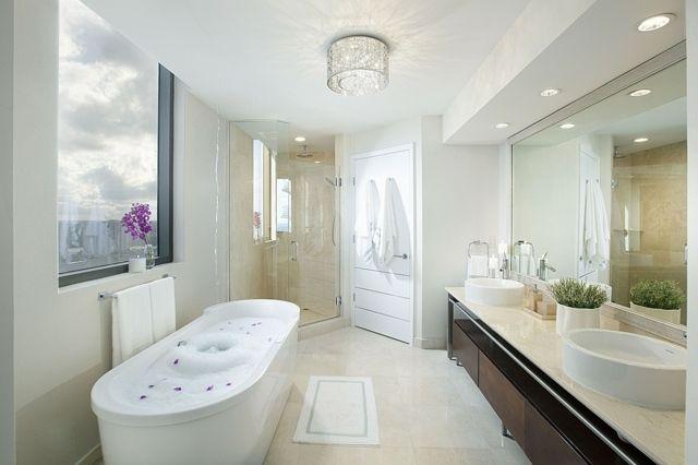 Badezimmer Latexfarbe ~ Wohnung stadt badezimmer duschkabine ecke schrank bathroom