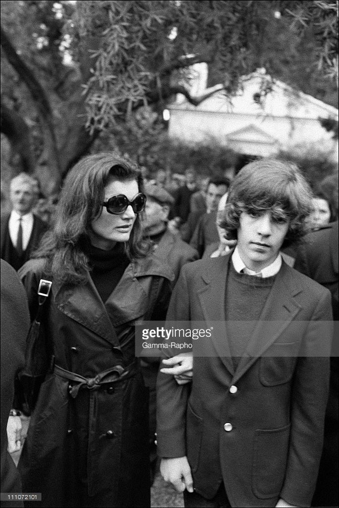 Funeral Of Aristote Onassis Jackie And John John In Greece 21st Jacqueline Kennedy Jacqueline Kennedy Onassis John Kennedy Jr