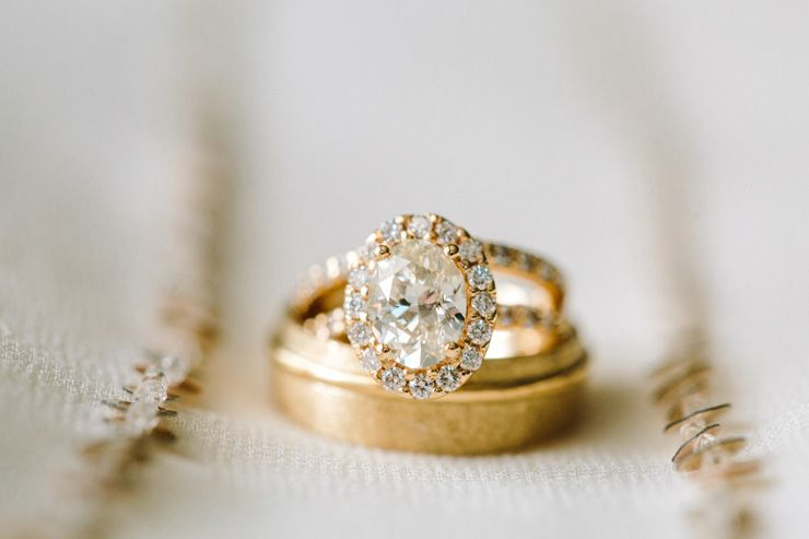 Engagement ring + wedding ring | fabmood.com