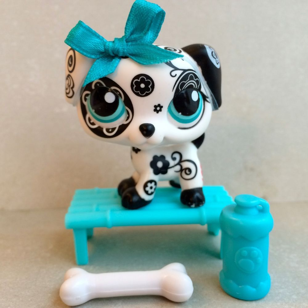 Littlest Pet Shop Black & White Dalmatian #1613 w/Bench & Accessories #Hasbro