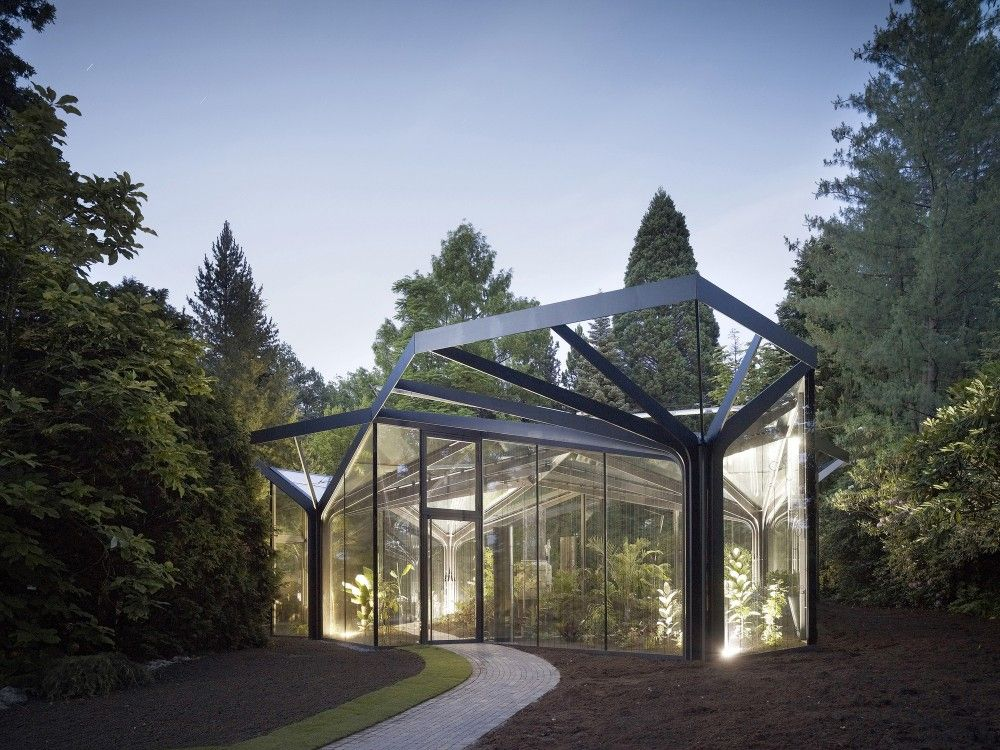 Greenhouse for the backyard!    Greenhouse Botanical Garden Grueningen / idA