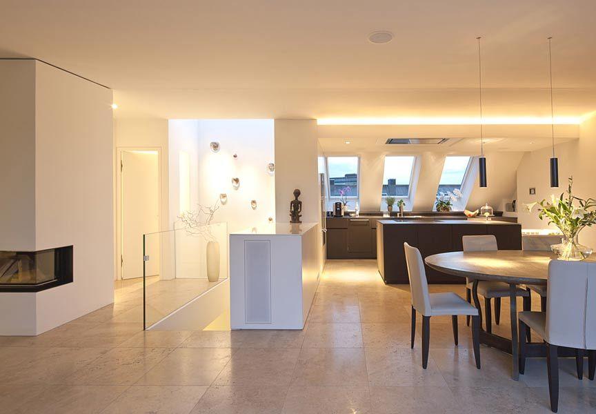 Offene Kche mit Esszimmer und Fliesenboden  Floor