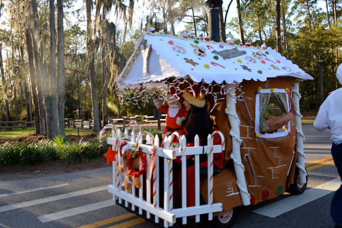 MouseSteps   Fort Wilderness Christmas Decorations and Golf Cart