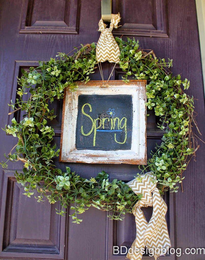 Wreath with vintage chalkboard. Super versatile for every season! www.bddesignblog.com #wreath #chalkboard