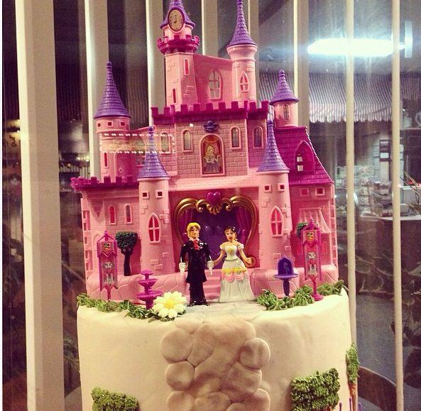 A fairytale wedding cake for any princess.