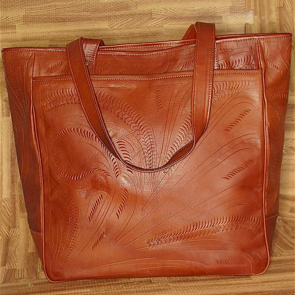 Made In Austin Texas Leaders Leather Handbags Are All Hand Tooled From 100 Paraguay Each Bag Has A Thick Cleanable Paisley