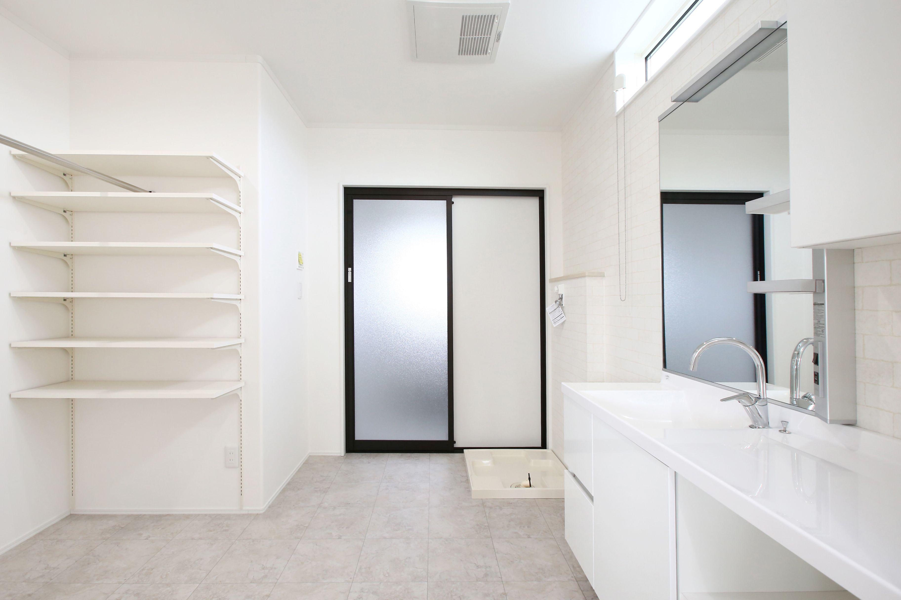 建築実例 二世帯住宅 洗面所 洗面台 Lixil エスタ ハンガーパイプ 可動