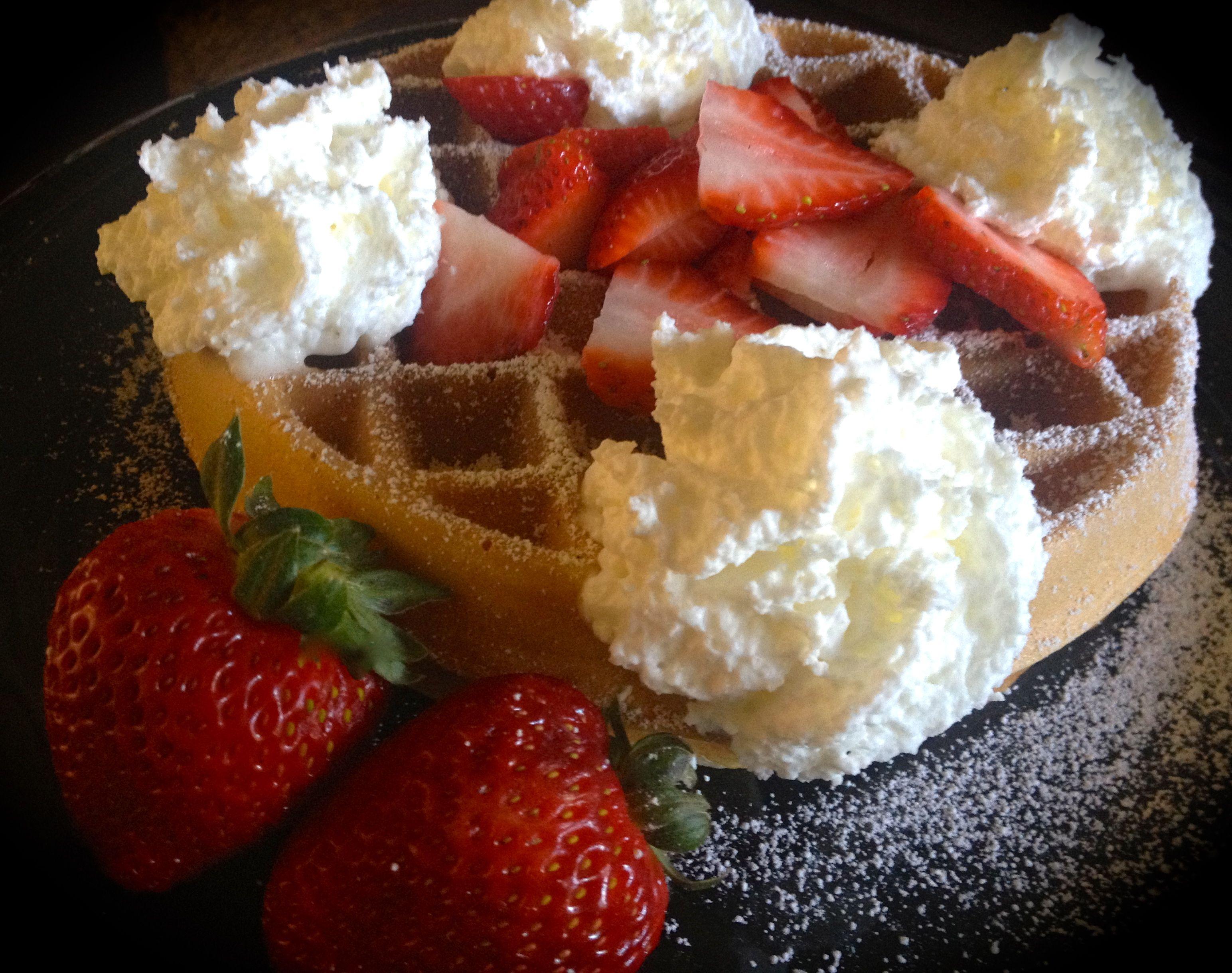 Crispy light Strawberry Vanilla Waffle & Cream