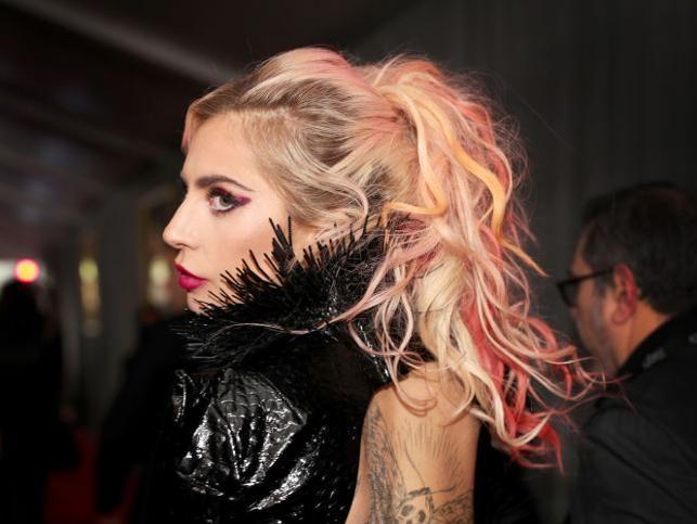 Lady Gaga con mechas blorange.