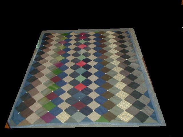 Vintage quilted bedspread. Courtepointe d'époque.
