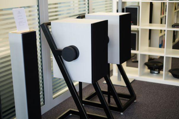 Lautsprecher wohnzimmer ~ Goldmund pro logos plus wireless und tower für normale wohnzimmer