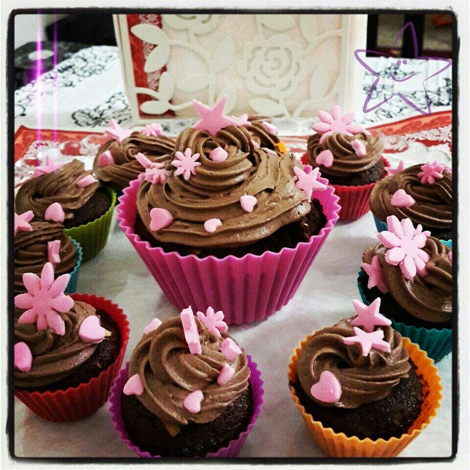 Cikolatali cicekli cupcake