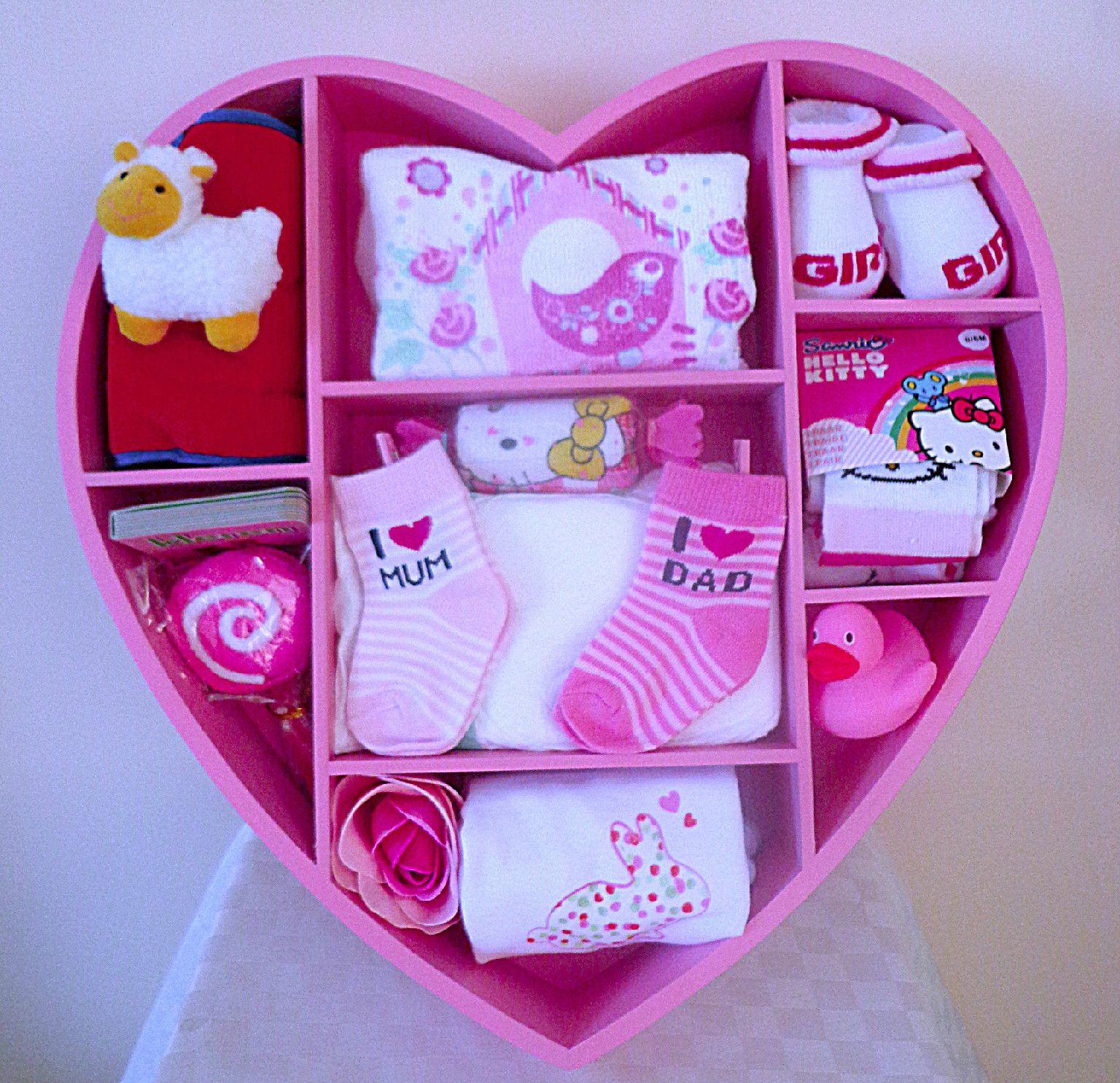 geboorte meisje groot roze hart met verschillende leuke cadeautjes creatief pinterest. Black Bedroom Furniture Sets. Home Design Ideas