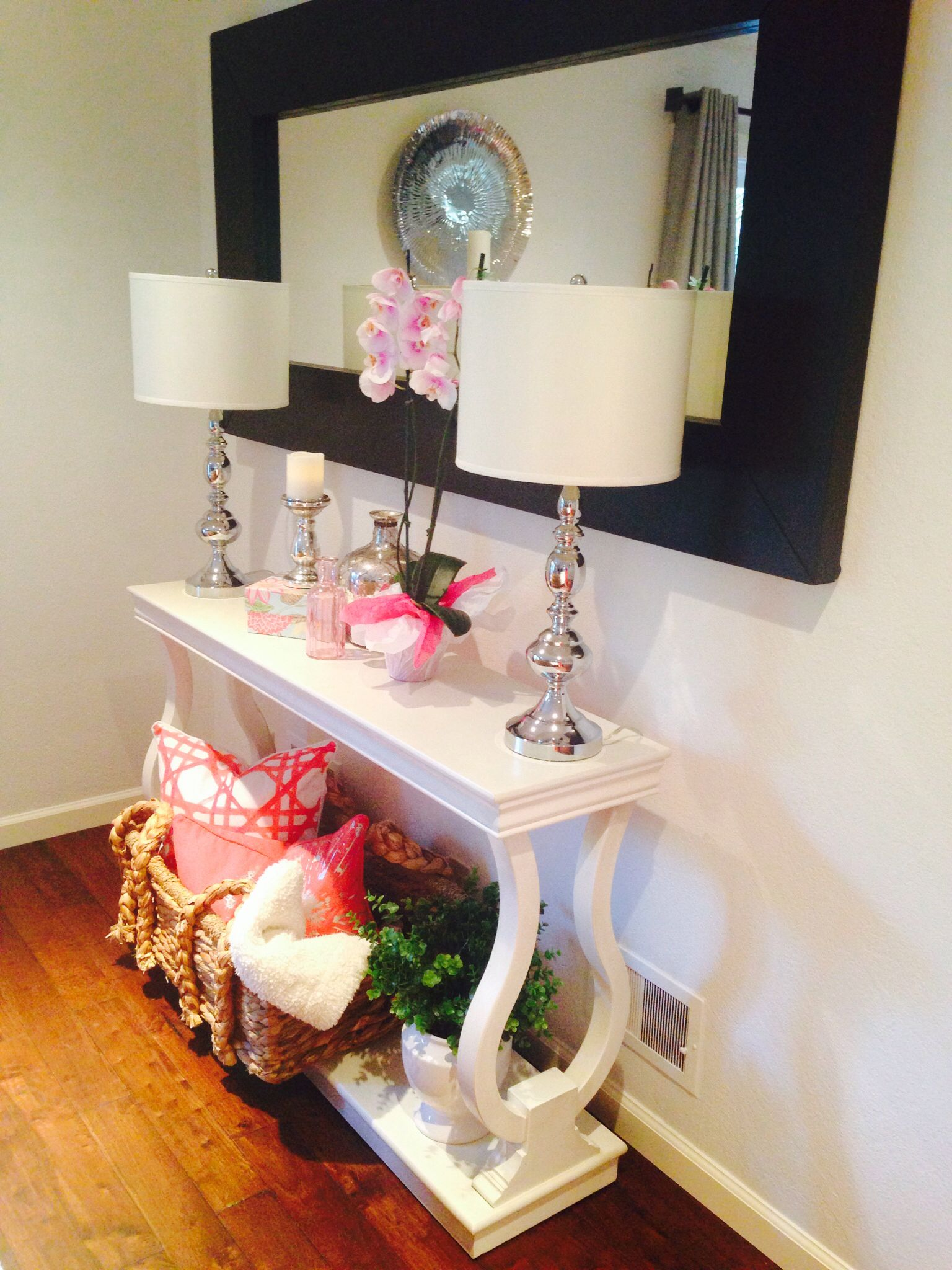 Home Goods Foyer Table : White console table accessories from home goods
