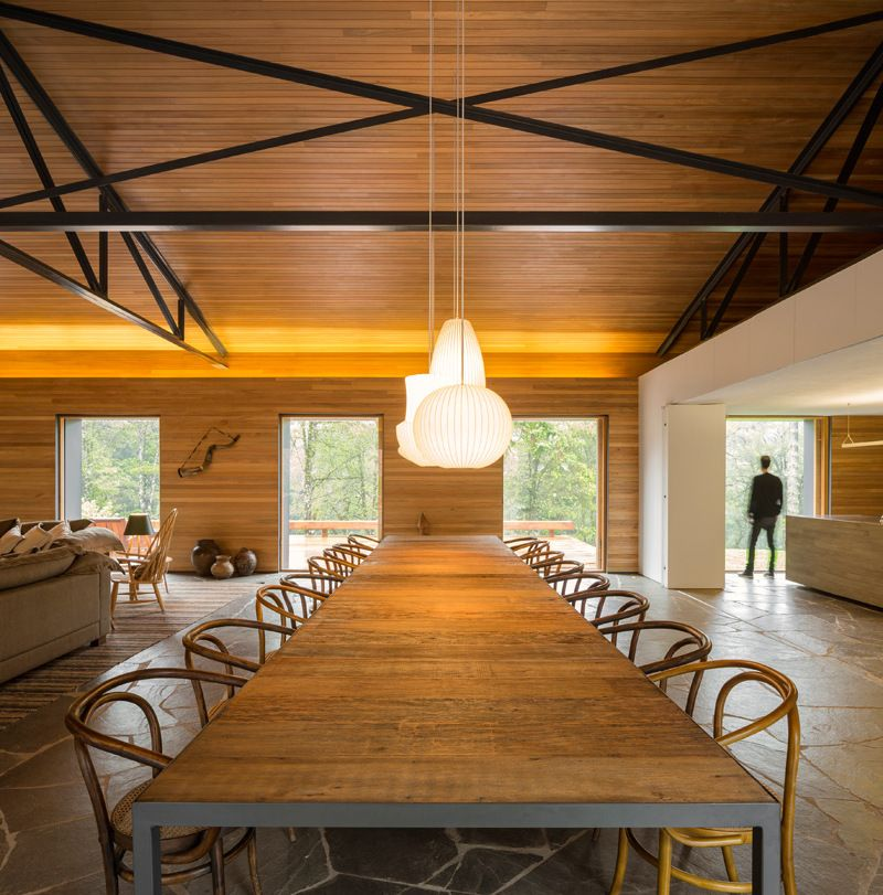 Modern Country Homes Design: Modern Country House Style Characterizes The Interior Of