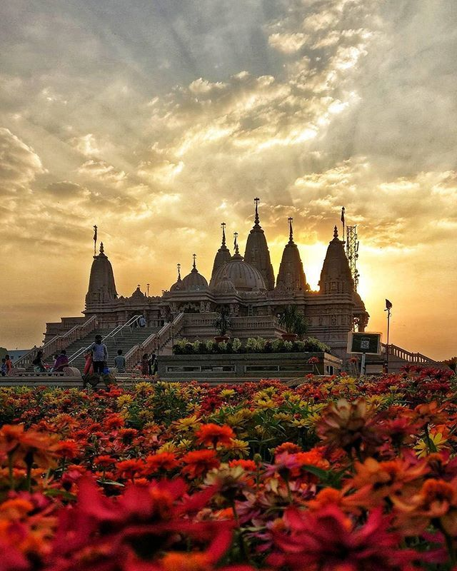 Tourist Places To Visit In Pune: Location: BAPS Swaminarayan Mandir, Pune @trellingpune €�s