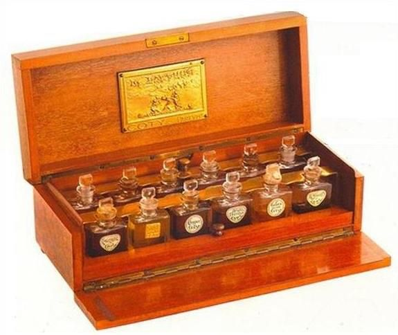 Box containing the Grand Duchesses' perfumes. Found after their deaths.
