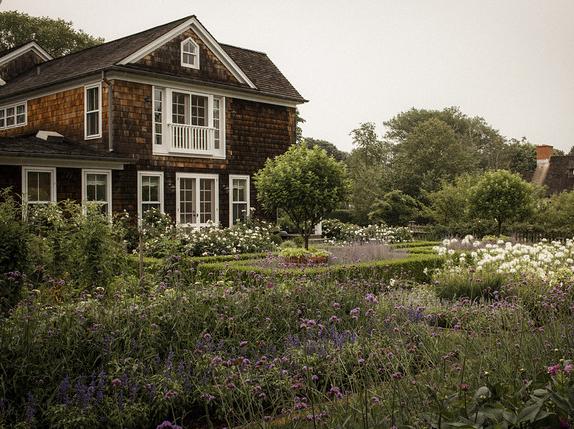 Barefoot Contessa Home Delectable Ina Garten In The Hamptons  Avant Garden  Pinterest  Ina Garten Inspiration Design