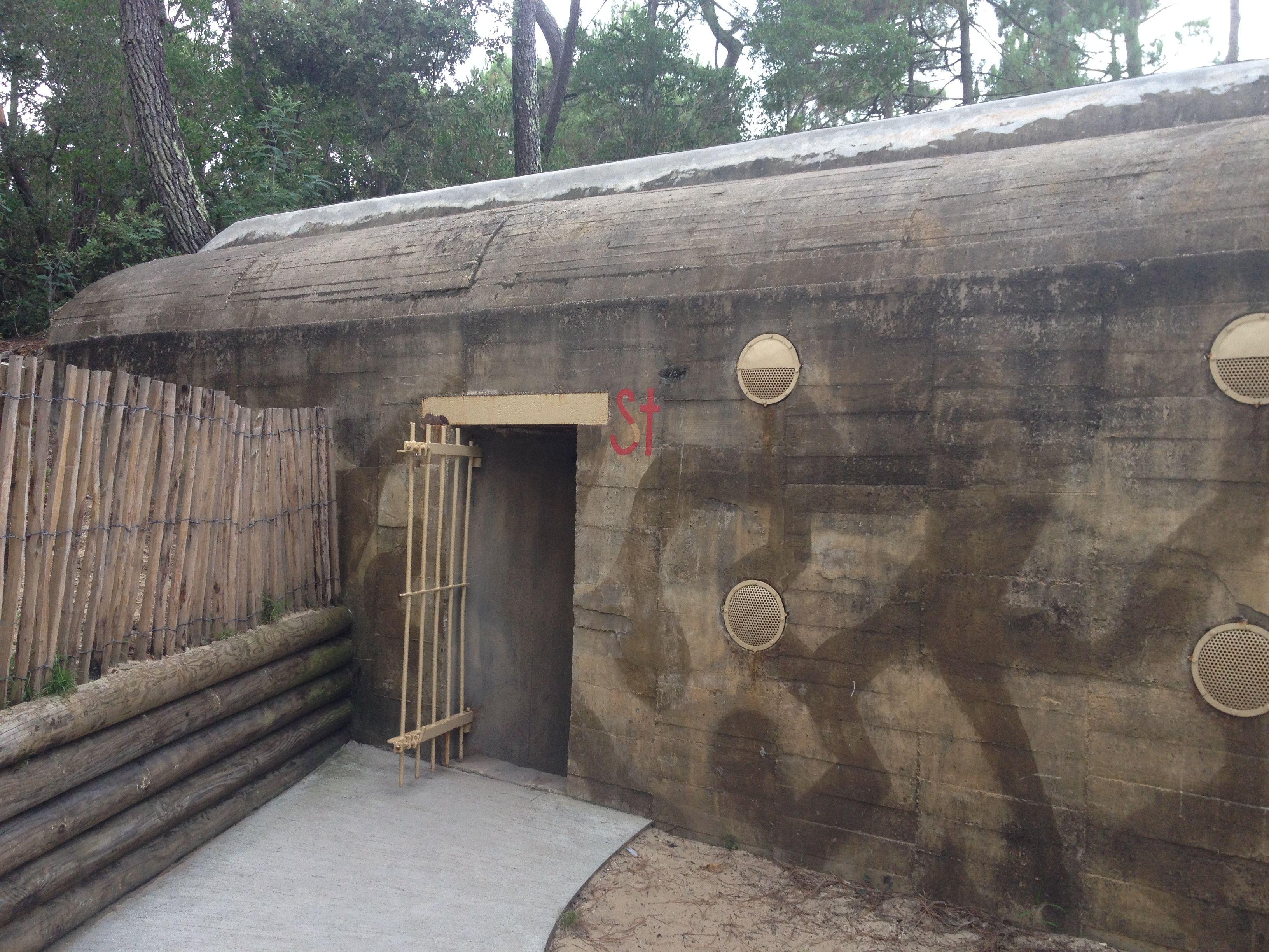 Cap Ferret Naast De Vuurtoren Vind Je Een Bunker Binnen Beelden Van Hoe De Bunker Werd Gevonden Vuurtoren Vuurtorens Bunker