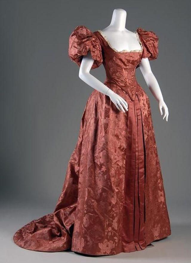 The most beautiful dresses from 'La Belle Époque'