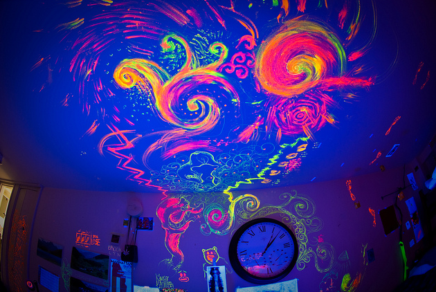 Glow in the dark paint! I want to do this in my room ...