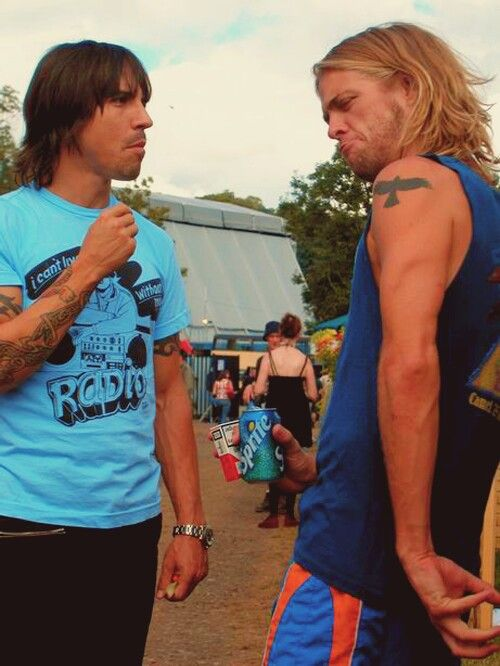 RHCP-Foo Fighters tour. Anthony Kiedis and Taylor Hawkins. Two of my favourite people in one picture <3