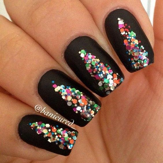 How To Try The Sequins Christmas Nail Art | Black polish, Art nails ...
