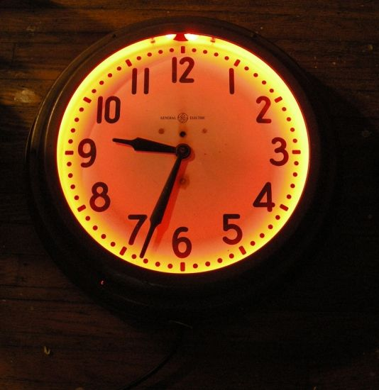 1930s Large Ge Electric Wall Clock Wih Red Neon Model 1l415 The Neon Commerce Image 1 Wall Clock Clock Wall