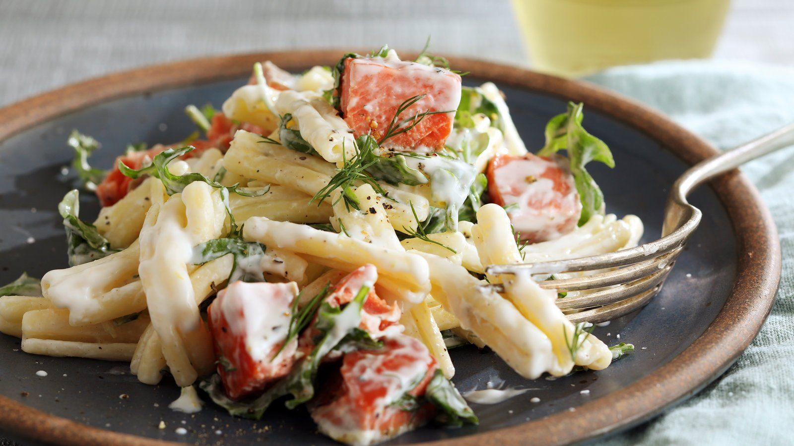 One Selling Point Of Smoked Salmon Is That You Don T Need To Do Much To It To Get It On The Table Fold It On To Smoked Salmon Pasta Creamy Pasta