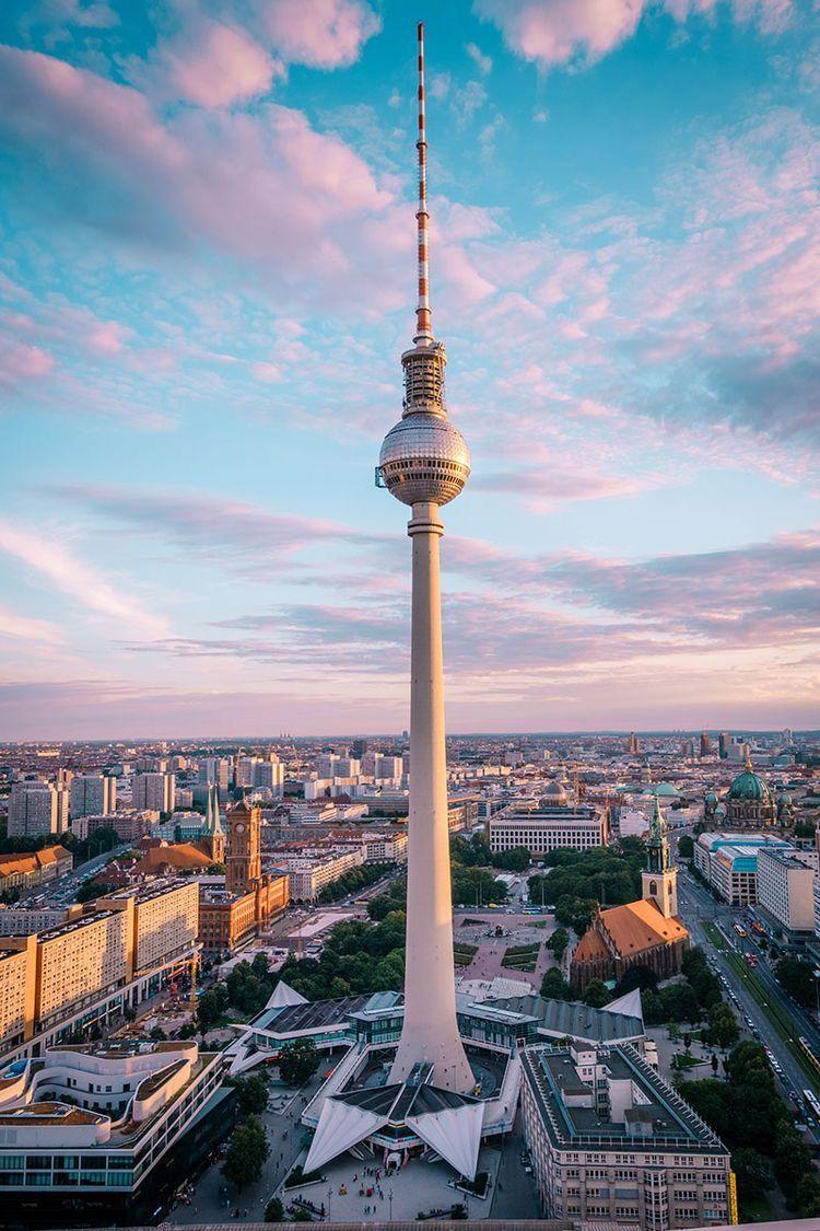 Pin Von 𝚣𝚘𝚎 Auf Travel In 2020 Berlin Urlaub Iphone Hintergrund Sommer Fernsehturm Berlin
