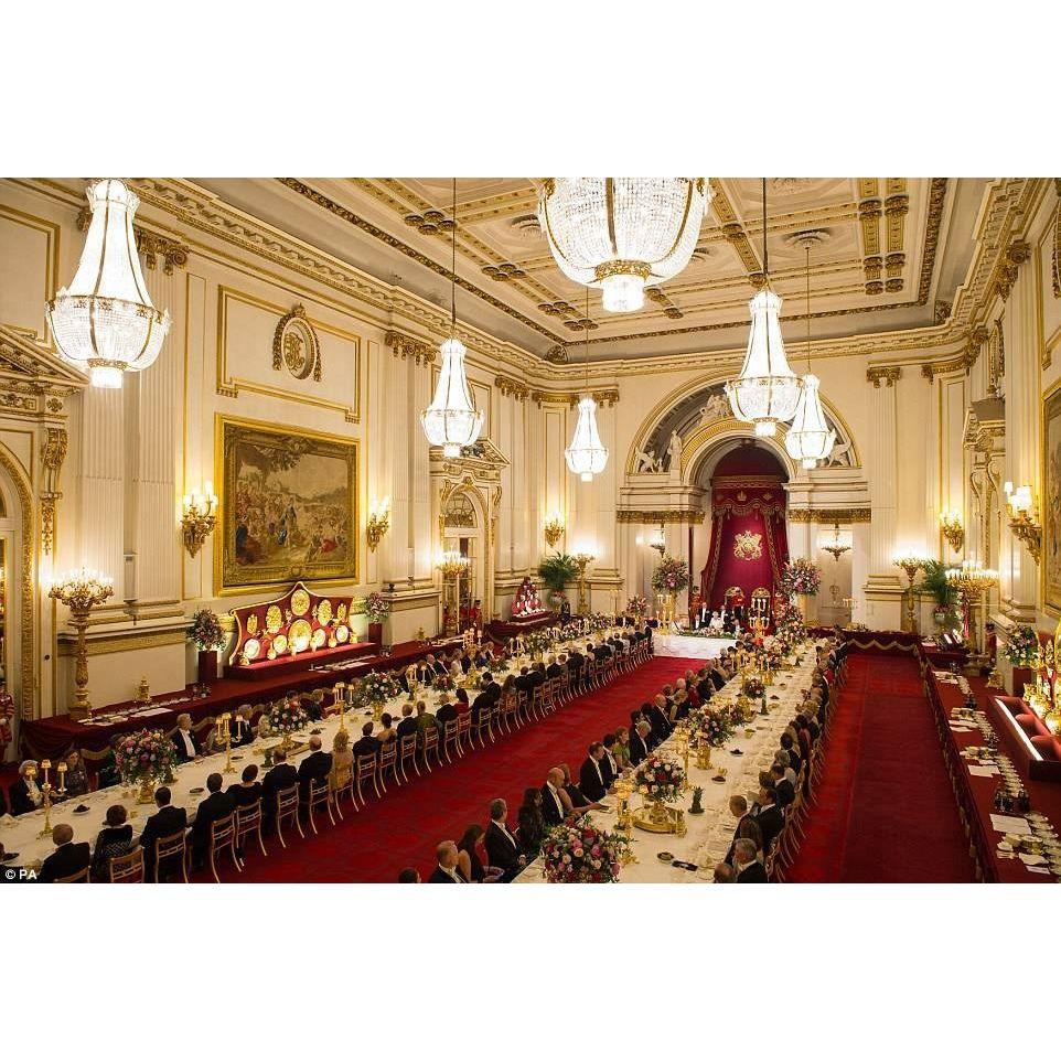 شاهدوا بالصور مأدبة العشاء الفاخرة التي أقيمت بالأمس في قصر باكنغهام في لندن بحضور الملكة إليزابيث في إطار زيارة رسمي Buckingham Palace Buckingham Royal Family