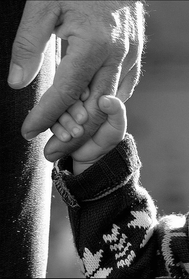 картинки руки папы и сына для волос отличное