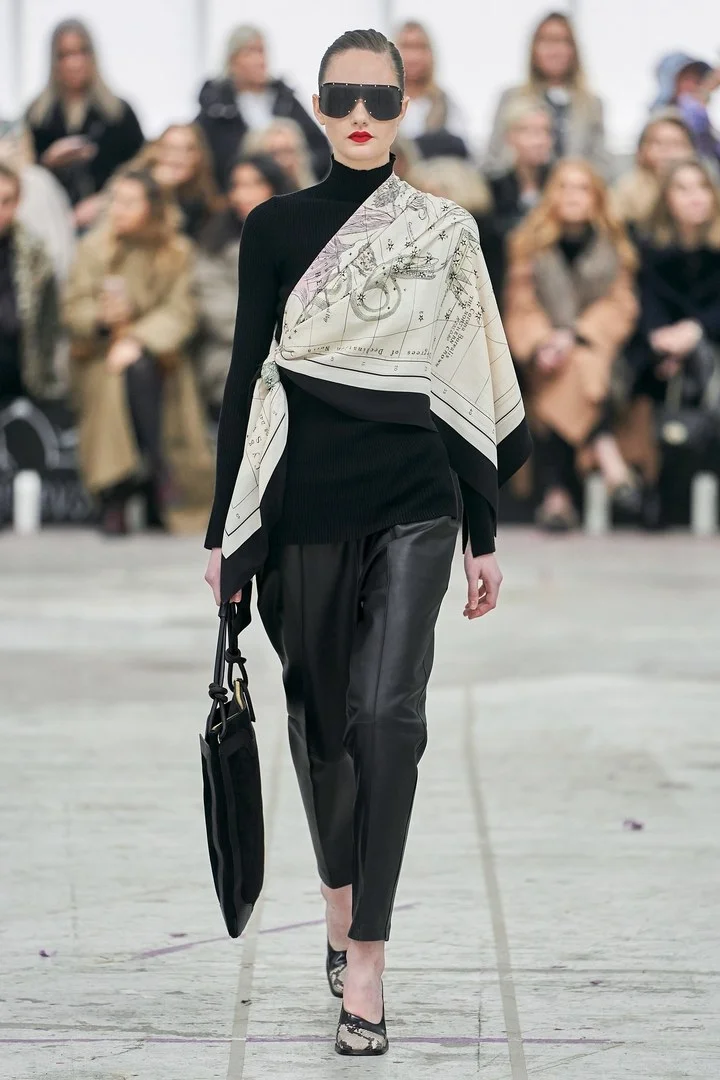 By Malene Birger Copenhagen Otono Invierno 2020 2021 Pasarela Vogue Espana Pantalones De Moda Mujer Moda De Cuero Moda Joven