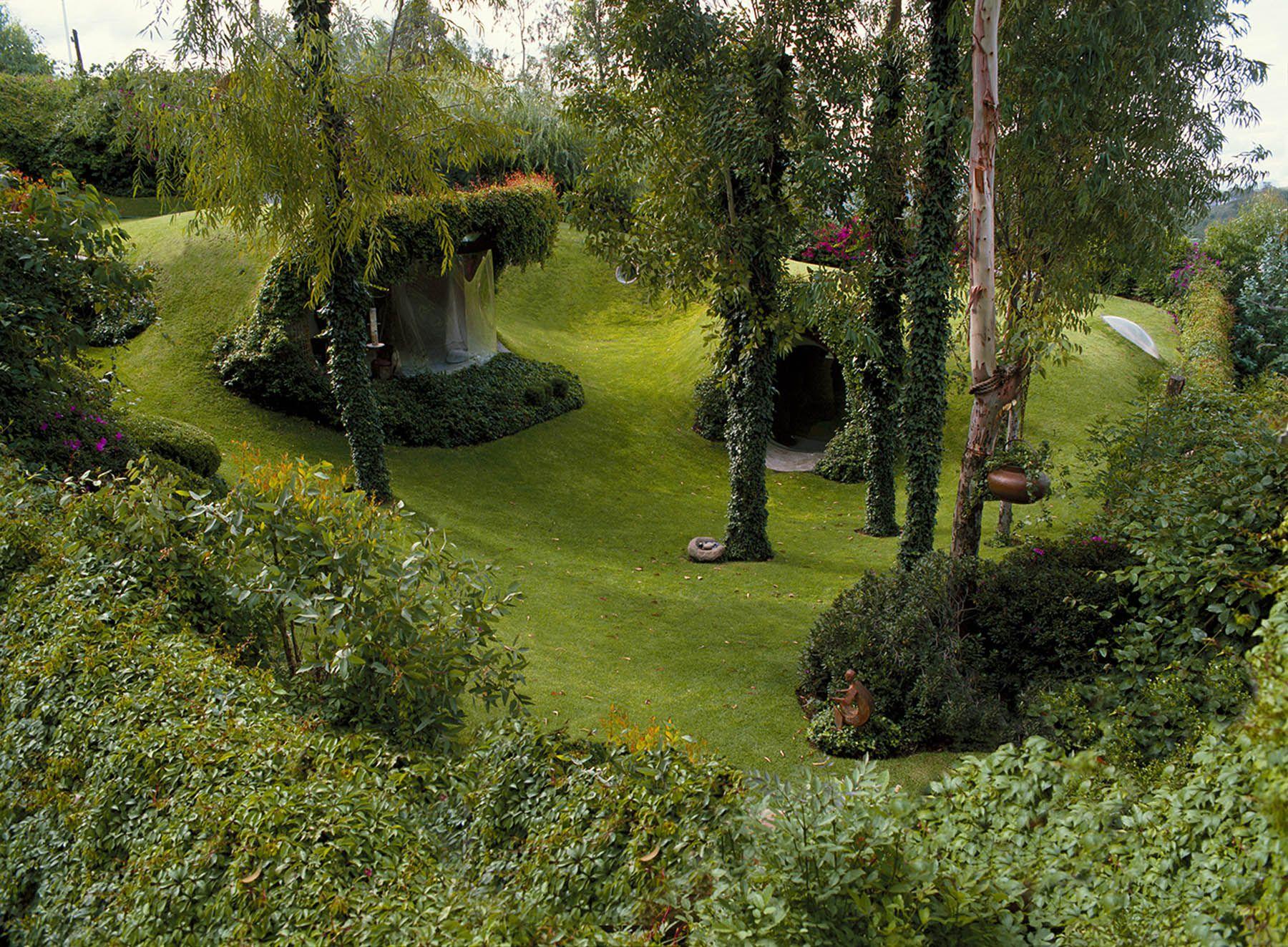 La casa orgánica de Javier Senosiain en México tiene un estilo surrealista y cuenta con pasajes laberínticos rodeados de naturaleza. ¡No dejes de conocerla!