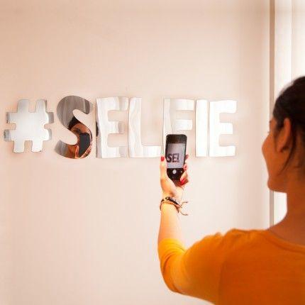 Ich knipse also bin ich. Snapp dir den Selfie Spiegel als coole Dekoration für zu Hause.