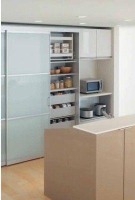 いまだからこそ注目される引き戸 背面収納 キッチンデザイン