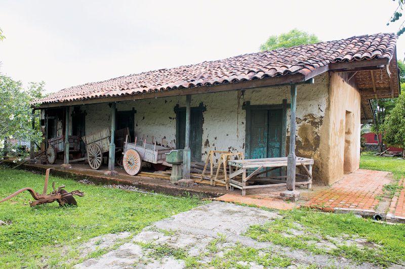 Casas antiguas de madera en el campo buscar con google - Fotos de casas de campo de madera ...