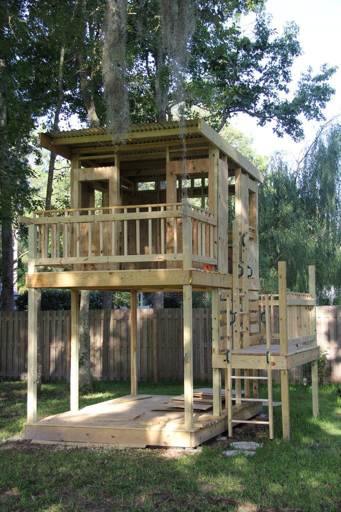 Love The Idea Of Climbing To A Platform Deck With Railing And Then Onto The Higher Level Tree House Plans Tree House Diy Tree House Kids