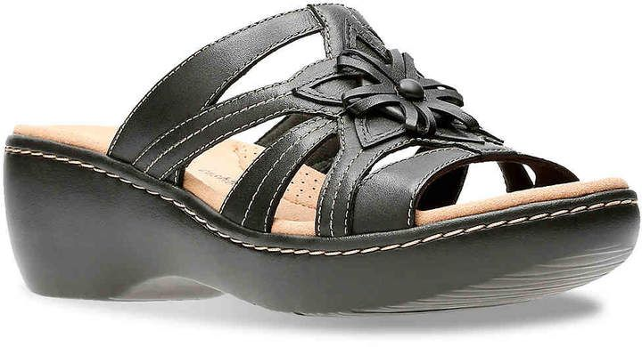Delana Venna Wedge Sandal - Women's #footbed#plush#Clarks