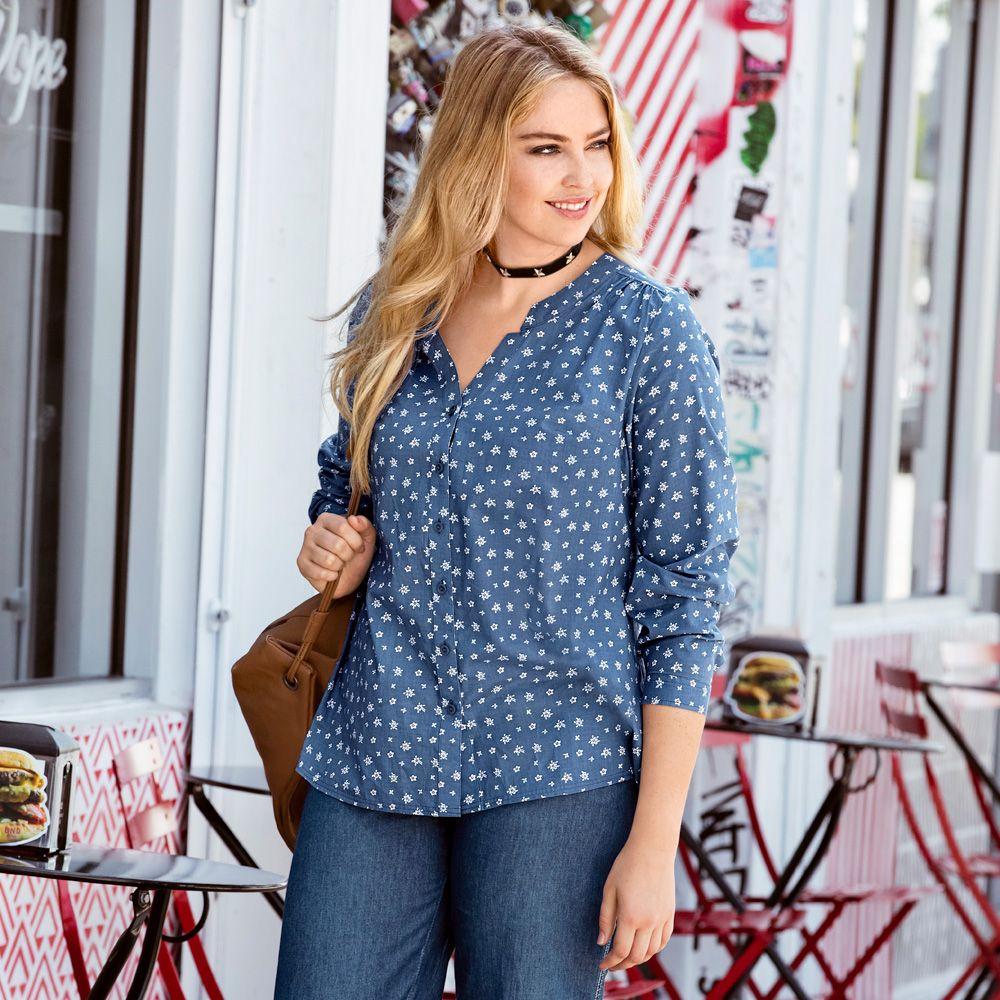 Bluse, geblümt, in leichter Qualität. Mit offenem Stehkragen und Knopfleiste, Seitenschlitzen und lange Ärmeln mit Manschetten #bluse #ullapopken
