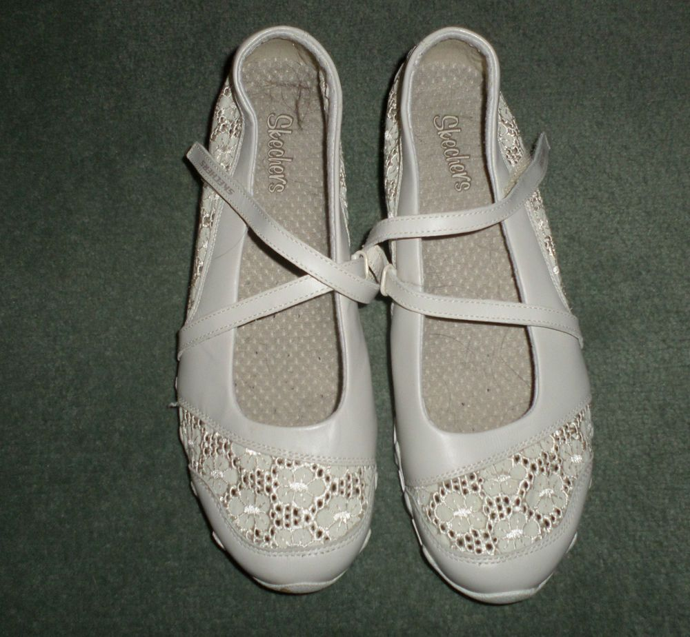 Skechers Womens Cream/Tan embroidered casual shoe size 10