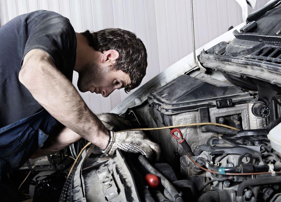 Se busca persona responsable, con experiencia en mecánica general del automóvil, con manejo de máquinas de diagnosis.  http://bit.ly/1Cjvj9v