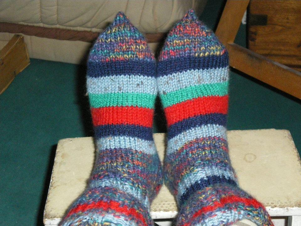 mes essais de chaussettes...je ne sais faire que les bouts pointus !!!