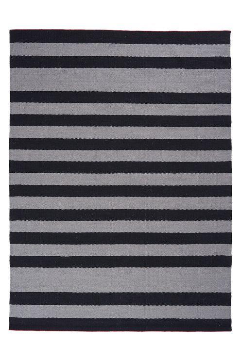 Kestävä käsinkudottu matto laadukasta villaa. Kemiallinen pesu.
