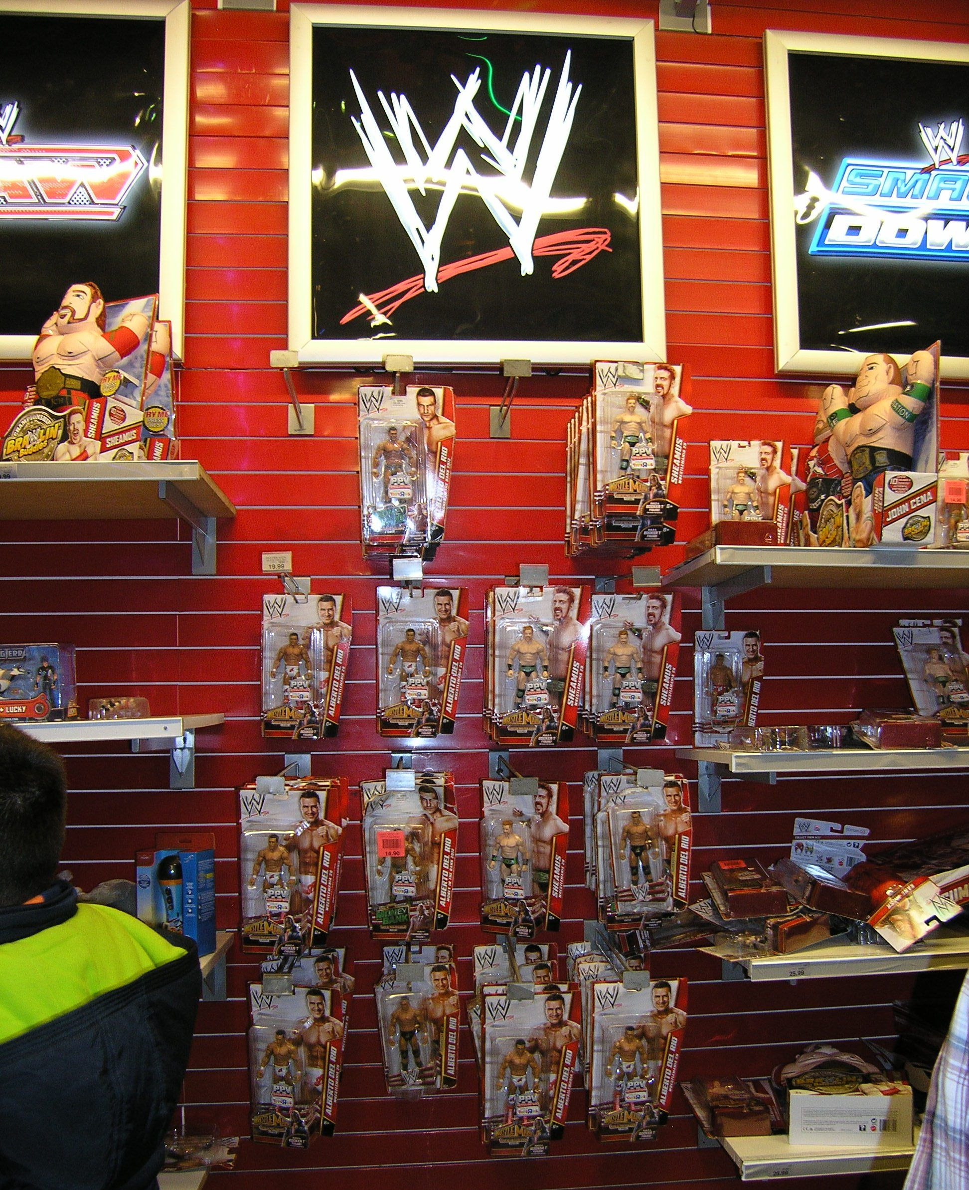 My Trip To Toys R Us In Time Sqaure During Xmas Season Only 2 Wwe