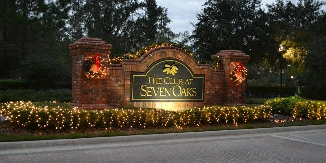 2014 01 Picture 3 Seven Oaks Clubhouse Entrance 660x330 Jpg 660 330 Christmas Entry Farm Christmas Decorations Outdoor Christmas Decorations