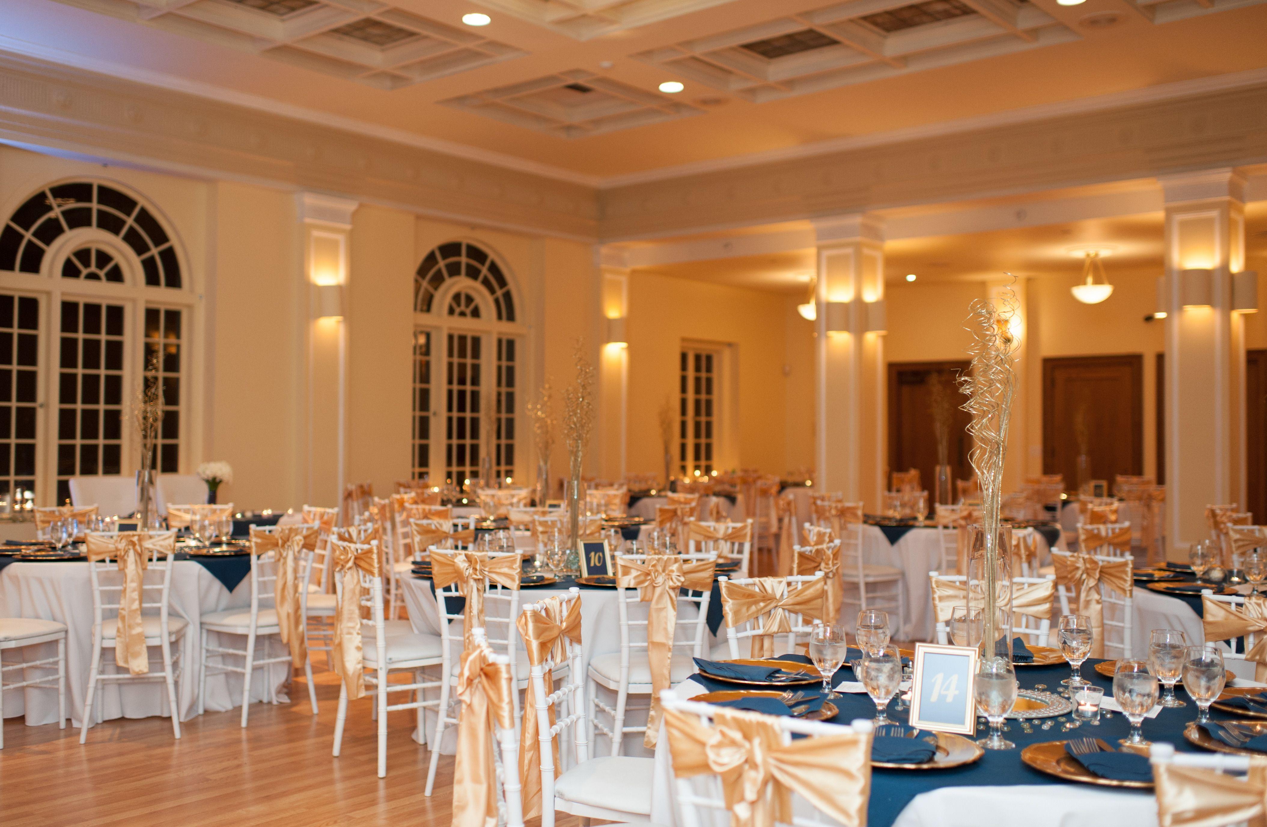 Washington winter wedding at monte cristo ballroom for Indoor wedding venues washington state