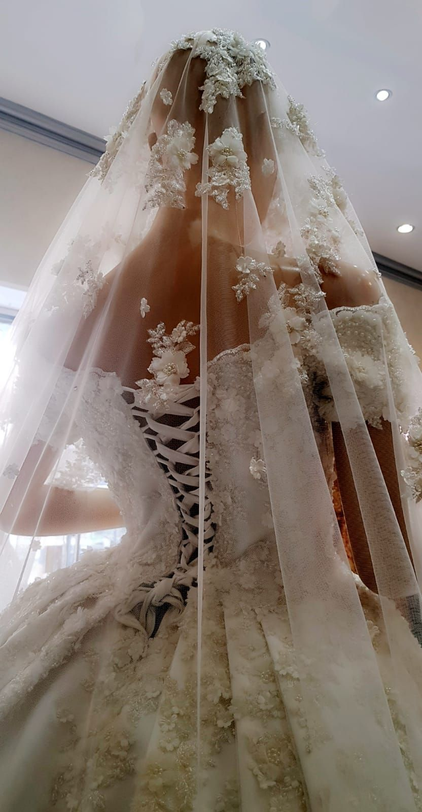 Pin von Braut Lounge Wiesbaden auf Orientalische Hochzeitskleider