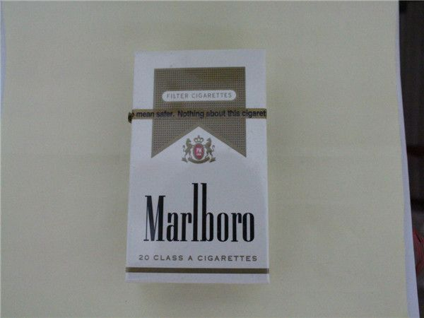 Plain cigarettes Marlboro packs in Australia