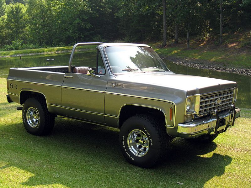 I Ve Got An Old Ford Bronco I Like The Idea Of Chopping The Top Off Like This Chevy Trucks Trucks Chevrolet Trucks